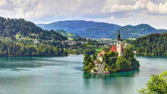 Mariinsky church in Bled Island wallpaper