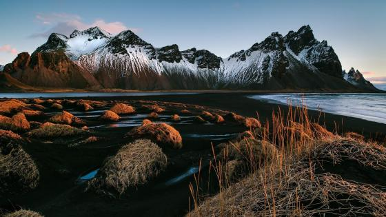 Vestrahorn Mountains (Iceland) wallpaper