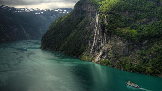 Geirangerfjord waterfall wallpaper
