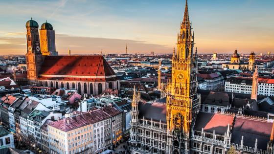 Panorama of Marienplatz and Munich city wallpaper