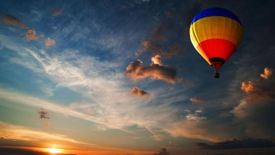 Hot air ballooning at dusk wallpaper