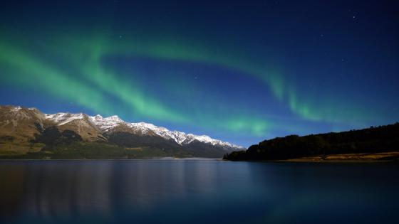 Southern Lights over the mountains in New Zealand wallpaper