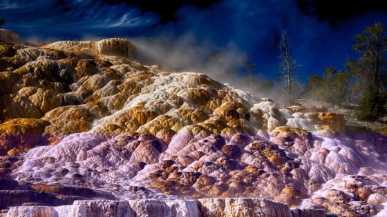 Mammoth Hot Springs (Yellowstone National Park) wallpaper