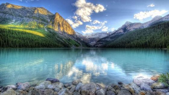 Lake Louise, the beautiful turquoise glacial lake wallpaper