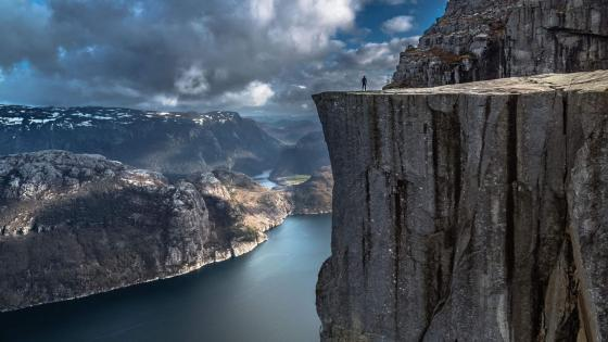 Pulpit Rock (Preikestolen) wallpaper