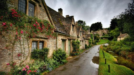 The charming Arlington Row - Bibury, UK wallpaper
