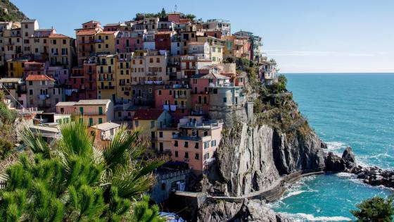 Colorful houses of Manarola wallpaper