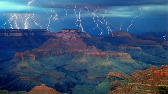 Lightning over the Grand Canyon wallpaper