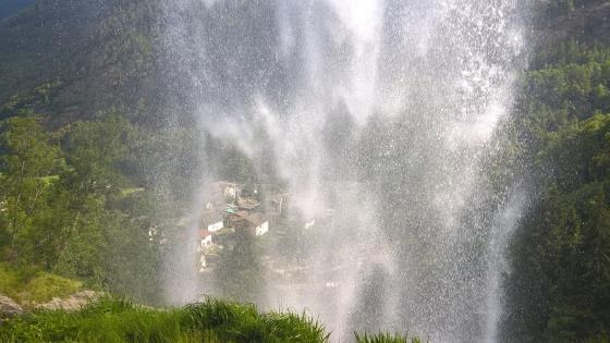 Italian waterfall wallpaper