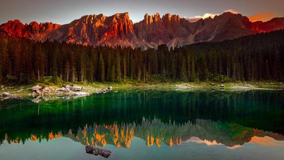 Sky-blue lake in Karersee, Italy ⛰ wallpaper