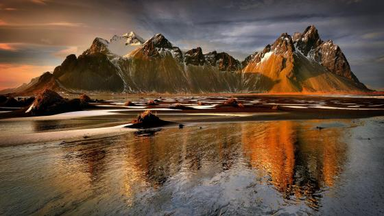 Rocky mountains reflected in the water wallpaper