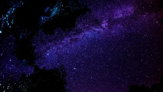 Milky way in the night sky wallpaper