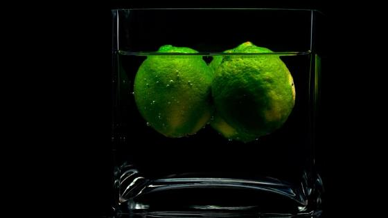 Limes in a glass of water wallpaper