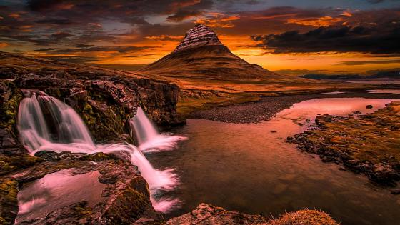Kirkjufell Iceland Waterfall wallpaper