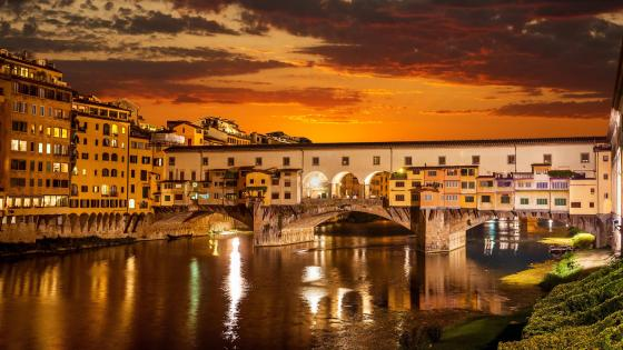Ponte Vecchio (Old bridge) - Florence, Italy wallpaper