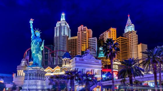 New York-New York Hotel & Casino in Las Vegas at night wallpaper