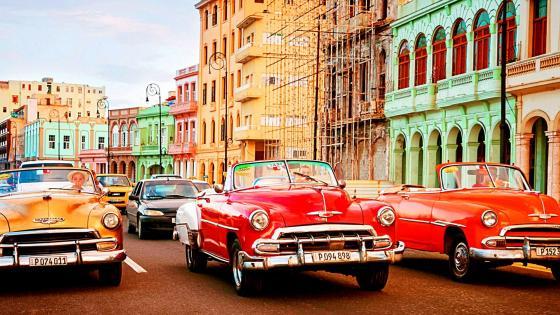 Retro cars in Havana, Cuba  wallpaper