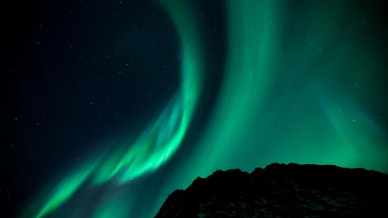 Aurora Borealis on the starry night sky wallpaper