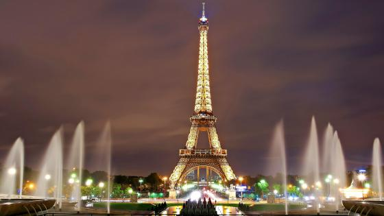 Eiffel Tower and the Trocadero Fountains at night wallpaper
