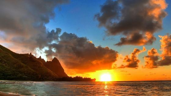 Sunset at Tunnels Beach, Hawaii wallpaper