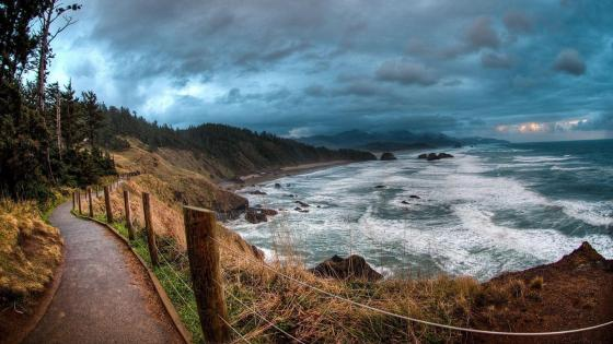 Sea coast path near ocean - Ecola State Park, Cannon Beach, Oregon wallpaper