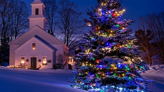 Church at Christmas time wallpaper