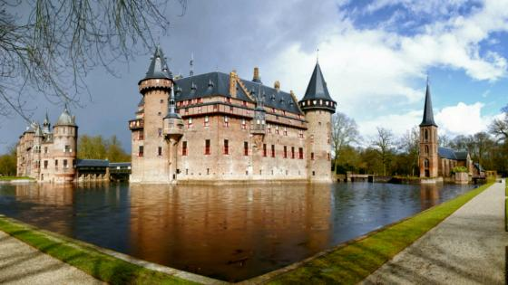 De Haar Castle with themoat - Netherlands wallpaper