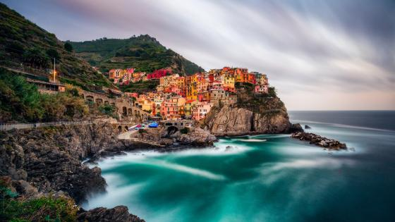Colorful houses of Manarola in Cinque Terre, Italy wallpaper