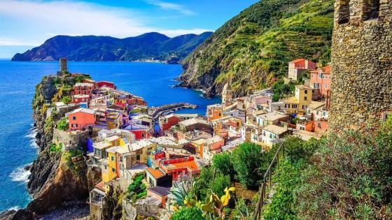 Vernazza landscape with the Doria Castle, Cinque Terre, Italy wallpaper