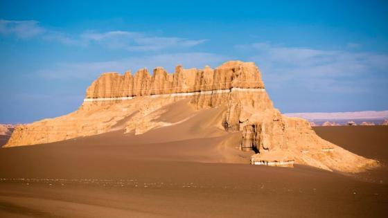 Dasht-e Lut Desert rock formation wallpaper