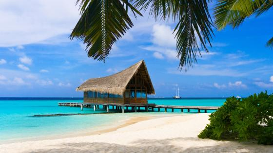 Bungalow ower the water in Bahamas wallpaper