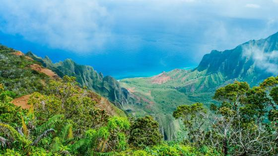 Spectacular view from Kalalau Lookout to Kalalau Valley - Hawaii wallpaper
