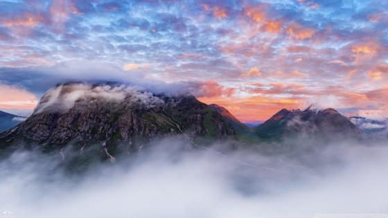 Cloudy summit of the Buachaille Etive Beag wallpaper