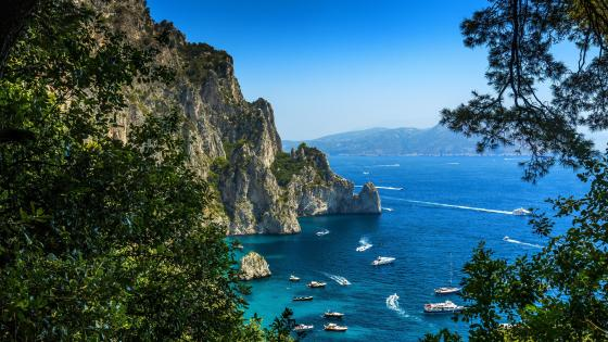 Bay on an island of Capri, Italy wallpaper