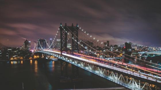 Manhattan Bridge at night wallpaper