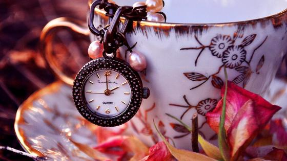 Small pocket watch in the teacup wallpaper