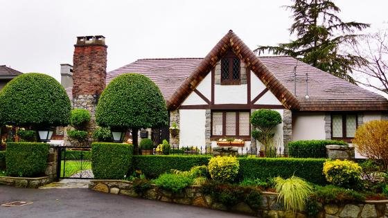 Beautiful cottage in Vancouver wallpaper