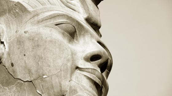 Head statue of Ramses II wallpaper