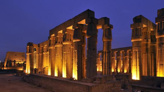 Luxor Temple at night wallpaper