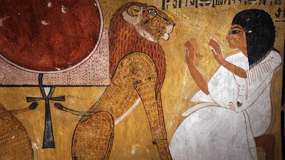 Mural in Luxor wallpaper