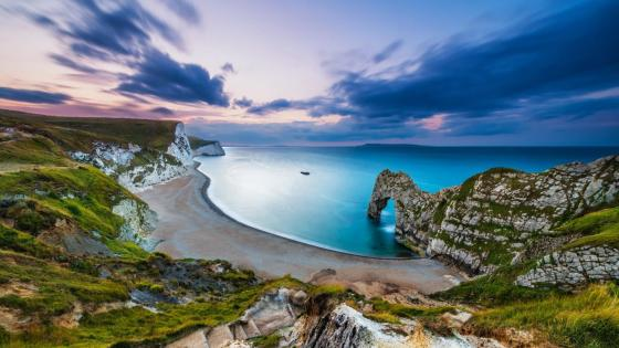 Sea arch at Durdle Door on the Jurassic coast in Dorset wallpaper