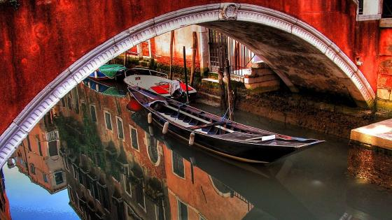Canal with gondoloa in Venice, Italy wallpaper