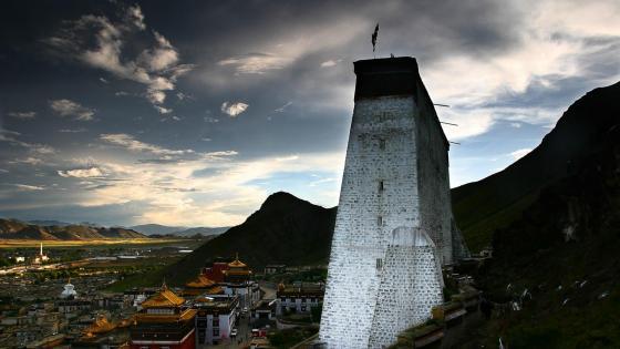 Tashilhunpo Monastery in Shigatse, Tibet wallpaper