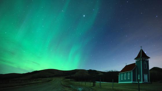 Aurora Borealis - The sky glows in Craven, Saskatchewan wallpaper