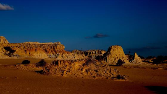 Sand formations at night in Mungo National Park, Australia wallpaper