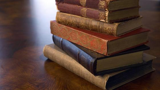 Old books on the table wallpaper