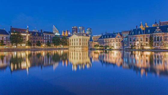 Hofvijver lake reflection - Netherlands wallpaper