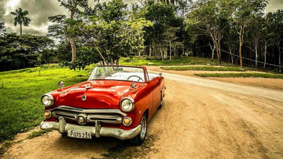 Vintage car in Cuba wallpaper