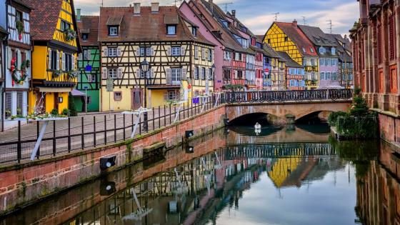Little Venice reflected in the canal -  Colmar, Alsace, France wallpaper