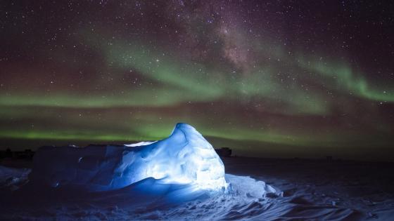 Aurora Australis & Milky Way wallpaper